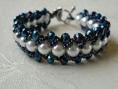 Fonott teklás fehér-kék karkörő és gyűrű
