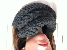 My sister's first knitted pattern!  What an artist! Read pattern in: http://www.ravelry.com/projects/marialemany/barna-cowl