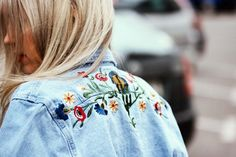 Streetstyle | Details | Denim jacket | Trend | Embroidery | More on Fashionchick.nl