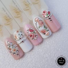 17 Romantic Nail Designs For Lovely Valentine's Day Awesome nails I know it's kind of plain but it is amazing -love. I'd definitely add a cute tiny red heart to one of the nails Bling Nails, Diy Nails, Cute Nails, Pretty Nails, Valentine's Day Nail Designs, Acrylic Nail Designs, Acrylic Nails, Pastel Nails, Coffin Nails