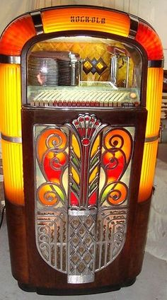 Original (not a reproduction) 1947 Rockola Jukebox (model 1426), plays 78 rpm vinyl records.