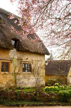 irisvintagecountrycottage: alpenstrasse: Stanton, Gloucestershire, England by chris .p Beautiful english cottage