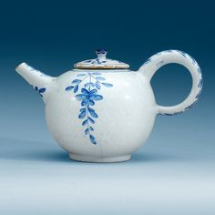 A Swedish Rörstrand faience teapot with cover, 18th Century. Height 11 cm. Bukowskis