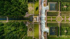 #Russia Fantastic!  Peterhof is one of Russia's most famous and picturesque tourist attractions, drawing millions of visitors to St. Petersburg every year.