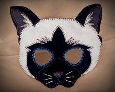 :: Crafty :: Sew :: Kiddo :: Cat Mask PDF Pattern by oxeyedaisey on Etsy Printable Masks, Felt Mask, Avengers Birthday, Animal Masks, Cat Costumes, Felt Toys, Diy Mask, Halloween Masks, Art Plastique