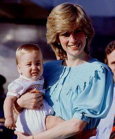 Princess Diana and Prince William at their Royal Tour to Australia. Princess Diana Rare, Princess Diana Fashion, Princess Diana Pictures, Royal Princess, Prince And Princess, Princess Of Wales, Spencer Family, Lady Diana Spencer, Princesa Diana