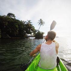 Not sure how to spend your day? Rent a kayak and explore the island! #bubbashouse #thebubbaslife #bastimentos #bocasdeltoro #panama #kayak #explore #ocean #carribean by bubbashouse