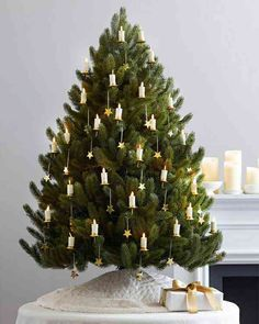 ein k nstlicher weihnachtsbaum und 20 weitere dekoideen f r ihr zuhause bilder. Black Bedroom Furniture Sets. Home Design Ideas