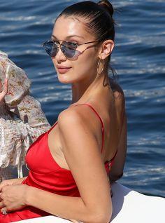 Bella Hadid in Dior SoReal Celebrity Sunglasses, Trending Sunglasses, Dior Sunglasses, Sunglasses Women, Bella Hadid Outfits, Bella Hadid Style, Womens Glasses, Top Gadgets, Fashion Vocabulary