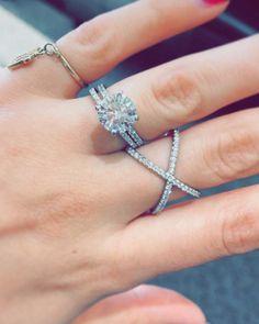 3ct? Yes, please. ✨💎 #diamond #xring #pinkyring #diamondeverything #diamondring #dgellerandson #engagementring #weddingset #surprise #3carat #wifeyforlifey #atlantajewelry #atlanta #theknotrings #✨ #💎