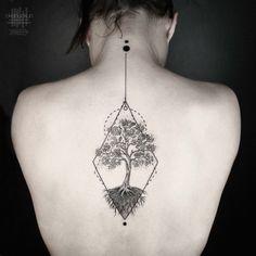 Tatouage arbre homme et femme – signification et représentations sous toutes les coutures