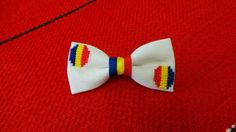 Brosa tricolor! Zoo Animals, Hair Bows, Cross Stitch Patterns, 1 Decembrie, Diy And Crafts, Embroidery, Bow Ties, Blockchain, How To Make