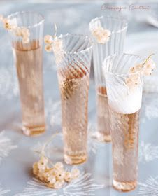 Champagne Cocktail 3 oz champagne oz cognac 2 dashes Angostura bitters 1 sugar cube Soak sugar cube in a champagne flute with angostura bitters. Add champagne and cognac. Garnish with a sprig of currants. Pink Champagne, Champagne Glasses, Vintage Champagne, Champagne Birthday, Wedding Champagne, Wedding Blush, Champagne Toast, Wine Chart, Gastronomia