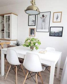Every detail is perfect in this beautiful dining room. Beach Apartment Decor, Apartment Living, Elegant Dining Room, Beautiful Dining Rooms, White Elegance, Extendable Dining Table, Dining Tables, Chair Design, Lamp Design