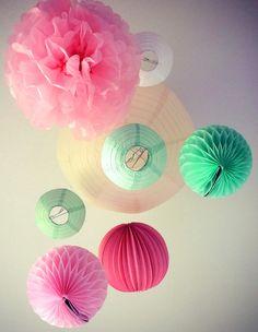 Lampions et lanternes pour chambre de petite fille || Paper lanterns for little girls bedroom decorations www.sous-le-lampion.com