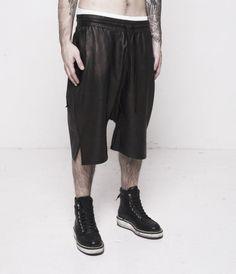 Basic Leather Drop Shorts  http://www.AuCourant.co #aucourantparis #aucourant