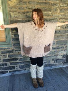 BIEGE KNIT PONCHO/ Knit poncho/Oversize sweater / Plus size poncho/ Chunky knit sweater/womens sweater - Kleidung Ideen Poncho Pullover, Poncho Sweater, Knitted Poncho, Knitting Patterns, Sewing Patterns, Wool Thread, Yarn Colors, Knitwear, Knit Crochet