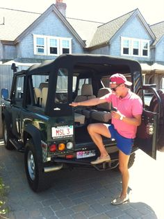 Land Rover + Preppy man + location (probably ACK or the Vineyard) Frat Style, Preppy Style, My Style, Dope Style, Preppy Mens Fashion, Look Fashion, Preppy Southern, Southern Prep, Southern Shirt