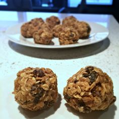 PegCityLovely's Coco-Raisin Peanut Butter Snack Bites Peanut butter is a staple item in our pantry. It's an ingredient that is very versatile for any meal of the day. Your Recipe, Raisin, Peanut Butter, Muffin, Healthy Eating, Cookies, Breakfast, Easy, Desserts