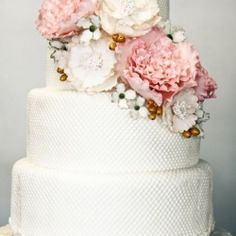 Wedding Cake Love: Pink, gold and ivory blooms too pretty to eat!