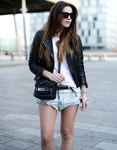 Perfecto + short en jean destroy = le bon mix