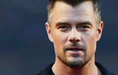 How to Become Better Looking As You Age Nail these 5 steps to age like a bottle of fine wine Josh Duhamel, Older Mens Fashion, Men's Fashion, Men Over 50, Alexander Ludwig, Gay, Look Younger, Aging Gracefully, Men's Grooming