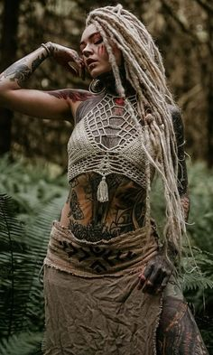It is confused with nature- Se confunde con la naturaleza It is confused with nature - Hot Tattoo Girls, Girl Tattoos, Dreadlocks Girl, Dread Hairstyles, Black Hairstyles, Wedding Hairstyles, Beautiful Dreadlocks, Tribal Warrior, Full Body Tattoo