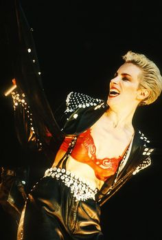 Annie Lennox: The Most Underrated Fashion Icon of the 80s Rock Fashion, 80s Fashion Icons, Annie Lennox, Women Of Rock, Riot Grrrl, Virginia, New Romantics, Couture Outfits, Our Lady
