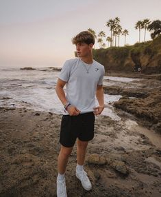 Summer Outfits Men, Stylish Mens Outfits, Casual Outfits, Jungs In Shorts, Cute Brunette, Cute Guys, Pretty Boys, Teen Fashion, Sportswear