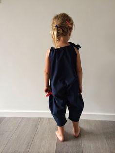 handmade mieke: Trek je kind eens een ZAK aan! (simpele jumpsuit)