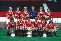 • اليد 12x8 توقيع صور مانشستر يونايتد الفائزون 1977 كأس الاتحاد الإنجليزي   موقع ئي باي