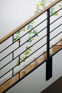 This Home Has the Most Beautiful Sofa Weve (Probably) Ever Seen Modern Stairs Beautiful home Sofa Weve Staircase Railing Design, Interior Stair Railing, Modern Stair Railing, Staircase Handrail, Balcony Railing Design, Iron Stair Railing, Home Stairs Design, Modern Stairs, Staircase Ideas
