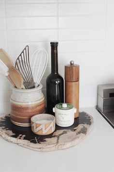 - A mix of mid-century modern, bohemian, and industrial interior style. Home and apartment decor, decoration ideas, home Boho Kitchen, Kitchen Dining, Kitchen Decor, Kitchen Countertop Decor, Kitchen Styling, Kitchen Utensils, Kitchen Counter Storage, Earthy Kitchen, Kitchen Tray