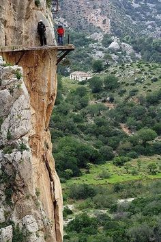 most-dangerous-hiking-trail - El Camino del Rey , Malaga/ Spain Madrid, Walk Around The World, Around The Worlds, Voyage Week End, Wonderful Places, Beautiful Places, Beautiful Pictures, Places To Travel, Places To See