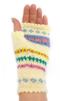 Har du garn över efter Påsksockan och sitter med händerna kalla och sysslolösa? Då har jag ett perfekt helgprojekt till dig! Jag har låtit de våriga mönstren iPåsksockan inspirera mig … For Your Legs, Wrist Warmers, Fingerless Gloves, Mittens, Ravelry, Free Pattern, Knitting, Crochet, Diy