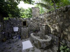Some Thoughts before Having Outdoor Bathrooms : Marvelous Outdoor Bathroom Desig. Some Thoughts before Having Outdoor Bathrooms : Marvelous Outdoor Bathroom Designs With Full Stone Bathroom Decor And White Closet Mirror Sink Outdoor Baths, Outdoor Bathrooms, Outdoor Rooms, Indoor Outdoor, Outdoor Showers, Outdoor Living, Outdoor Toilet, Natural Stone Bathroom, Stone Bathtub