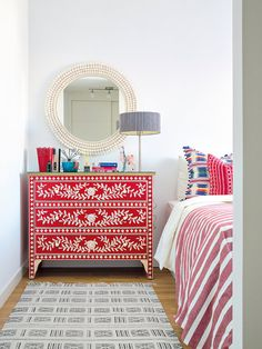 5 Ideas for Restoring Old Furniture Paint Furniture, Furniture Projects, Furniture Makeover, Bedroom Furniture, Home Furniture, Furniture Design, Bedroom Decor, Furniture Dolly, Furniture Movers