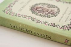 The Secret Garden by American-English playwright and author Frances Hodgson Burnett Old Books, Books To Read, Story Tale, A Dance With Dragons, Storybook Cottage, World Of Books, Rose Cottage, Learning Through Play, Fire And Ice