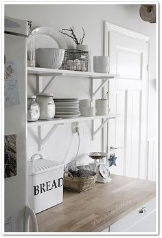 Front Garden Entrance, First Home, Farmhouse Style, Architecture Design, Sweet Home, Shabby Chic, Home And Garden, Shelves, Inspiration