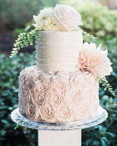 Banana cake with banana - HQ Recipes Small Wedding Cakes, Wedding Cake Designs, Wedding Desserts, Wedding Ideas, Cupcake Cakes, Cupcakes, Rosette Cake, 16 Birthday Cake, Bridal Shower Cakes