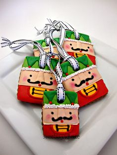These are amazing Christmas decorations. Yes, they are edible biscuits.