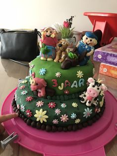 Fien en Teun-taart voor de derde verjaardag van mijn nichtje Eva. Zelfgemaakt. Cake, Desserts, Food, Tailgate Desserts, Deserts, Mudpie, Meals, Dessert, Yemek