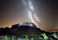 A spectacular view over Lindisfarne Castle in Northumberland last night during the Preseids meteor shower, as two meteors shear a clear night sky illuminated by the Milky Way Lago Moraine, Places To Travel, Places To See, Northumberland National Park, Clear Night Sky, Arizona, Perseid Meteor Shower, Star Sky, Dark Skies