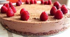 Tällä reseptillä syntyy taivaallisen hyvä raakasuklaakakku, jonka tekeminen on kaiken lisäksi helppoa!