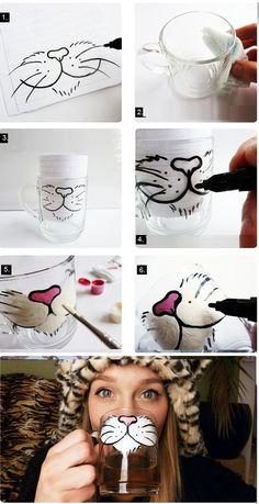20 ideas para customizar tus tazas de café! - Hazlo tú ... en Taringa! Diy Home Crafts, Diy Craft Projects, Arts And Crafts, Sharpie Crafts, Sharpie Art, Pottery Painting, Ceramic Painting, Decorated Wine Glasses, Painted Mugs
