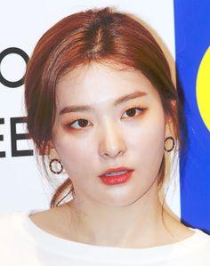 Pin by momoka on スルギ in 2020 Kpop Girl Groups, Korean Girl Groups, Kpop Girls, Red Velvet Seulgi, Red Velvet Irene, Young Kim, Girl Crushes, Asian Girl, Lilac