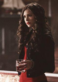 Vampire Diaries Fashion, Vampire Diaries Funny, Vampire Diaries The Originals, The Vampires Diaries, Vampire Diaries Seasons, Katherine Pierce Outfits, Kathrine Pierce, Looks Teen, Divas
