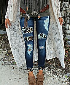 Sassy Leopard Distressed Jeans - The Lace Cactus Country Fashion, Country Outfits, Boho Fashion, Autumn Fashion, Fashion Outfits, Womens Fashion, Country Chic, Spring Fashion, Cowgirl Outfits