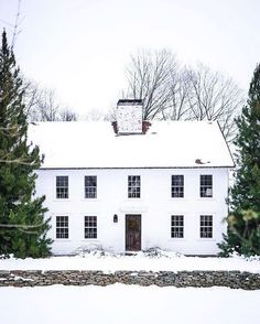 Home Exterior Inspiration - Rooms For Rent blog Colonial House Exteriors, Stone Exterior Houses, Colonial Exterior, Exterior Front Doors, Modern Colonial, Exterior Paint, White Farmhouse, Farmhouse Homes, Farmhouse Ideas