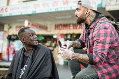Former Addict Cuts Homeless People�s Hair and Spreads Joy of Rehab